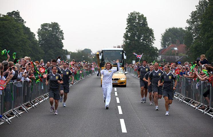 Olympic Torch In Dref Ffug